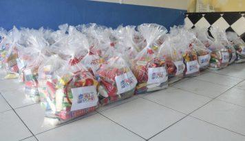 Deputada Paula Gomes distribui máscaras e cestas de alimentos para municípios.