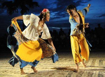 Bolsonaro sanciona Lei Aldir Blanc, que prevê repasse de R$ 3 bi para setor cultural.