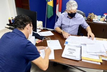 Prefeito Renato Ogawa assina convênio para garantir cursos de qualificação profissional em Barcarena.
