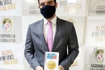 """Deputado Igor Normando recebe o prêmio destaque 2020 no prêmio """"Melhores do Ano – ALEPA em foco""""."""