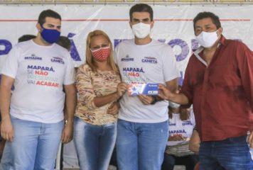 Beto Faro acompanha entrega de benefícios do 'Sua Casa' para 103 famílias em Cametá.