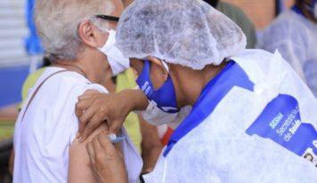Belém pode ser a primeira capital do Brasil a vacinar todos os idosos, diz Edmilson.