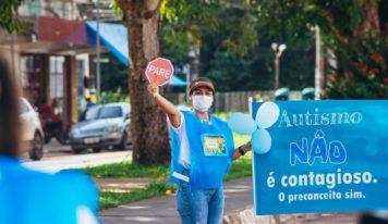 Abril azul: Ação da Prefeitura de Barcarena orienta população sobre o autismo.