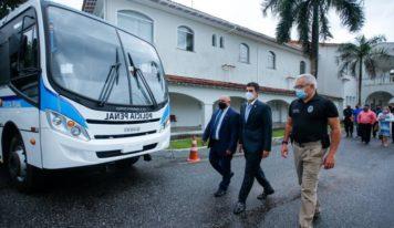 Sistema prisional ganha novos ônibus e 500 rádios com criptografia.