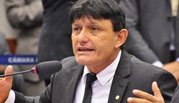 Polícia investiga crime de sonegação fiscal em venda de fazenda ao deputado Éder Mauro.
