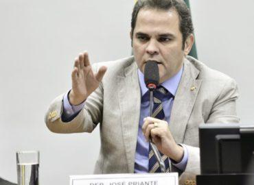 Projeto que assegura direito à população em situação de rua é aprovado em comissão presidida por Priante.