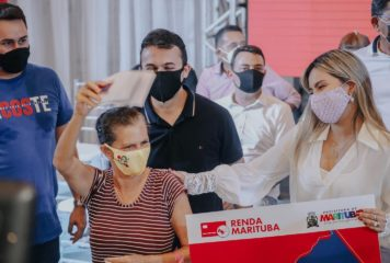 "Prefeitura entrega benefício do programa ""Renda Marituba"" e títulos de posse para famílias do município."
